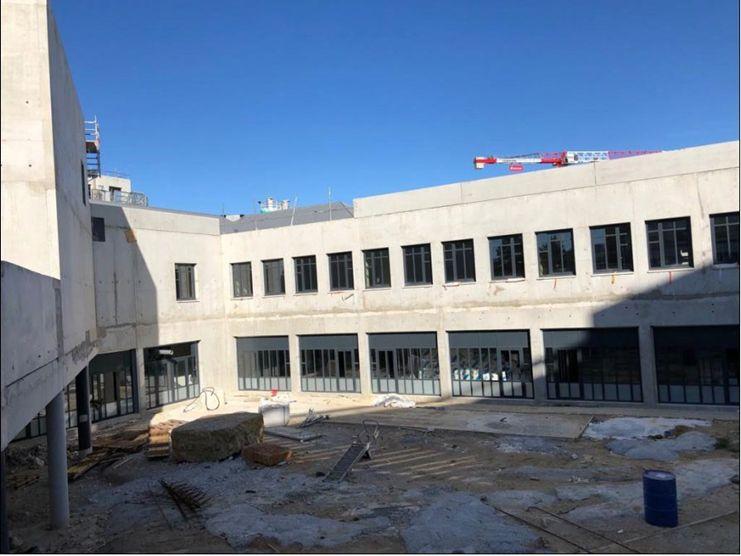 La fabrication et la pose des menuiseries extérieures a été réalisée par la Société HProject.