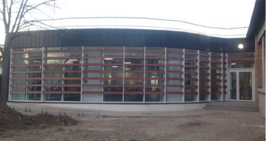 Photo d'une vue d'ensemble de la façade réalisée en fabrication et pose par HProject.