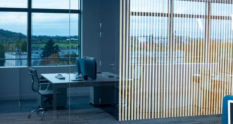 Photo d'un espace de bureau. Immeuble copernic à Massy (91). Travaux réalisés par HProject.