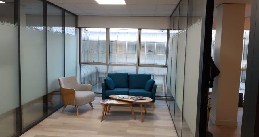 Cette photo a été prise dans un espace collaboratif réaménagé par HProject au 3ème étage du site enedis de Batignolles à Paris (17ème arrondissement).